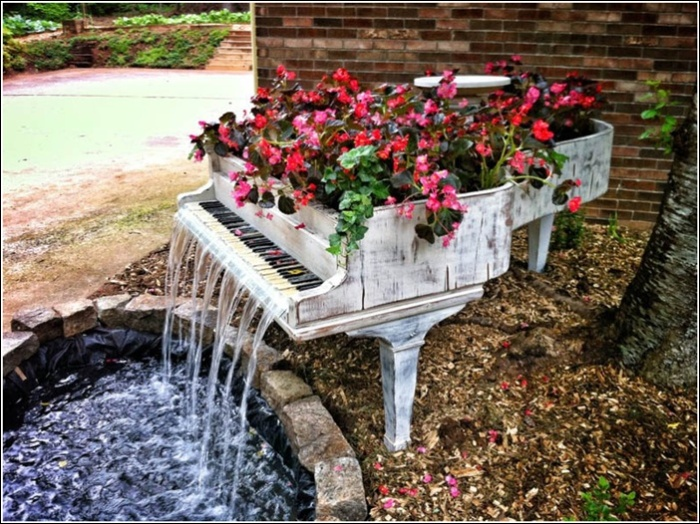 img flowers in a piano